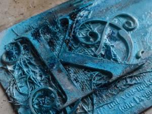 Step 6 Sprinkle on Blue Bister granules