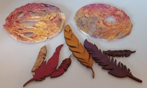Acrylic inks to decorate the mdf feathers